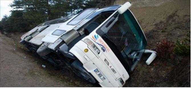 Beypazarı'na Yolcu Taşıyan Otobüs Devrildi 8 Yaralı