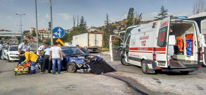 Sakıncalı kavşakta yine trafik kazası!!!