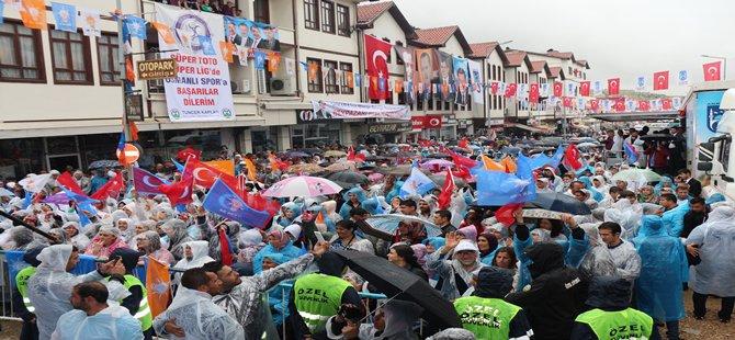 Ak Parti  Beypazarı'nda Yağmura Rağmen Binlerce Kişiyle Gövde Gösterisi Yaptı.