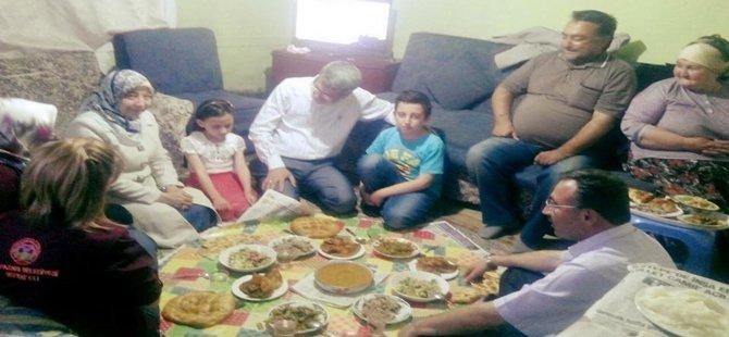 Beypazarı Belediye Başkanı Tuncer Kaplan ve Eşi Ayşe Kaplan, Ramazan Ayı Münasebeti ile İftarda Vatandaşların Evlerine Konuk Oluyor