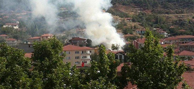 Nallihanda Yangın...3 Ev Tamamen Yandı...