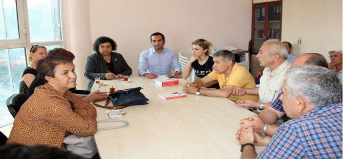 C H P  Ankara Bölge Milletvekillerinden Şenal Sarıhan Beypazarı CHP İlçe Başkanlığı'nda partililerle bir araya geldi.