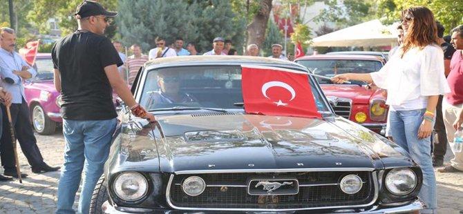 Beypazarı'nda Klasik Otomobil Tutkunları Terörü Lanetledi