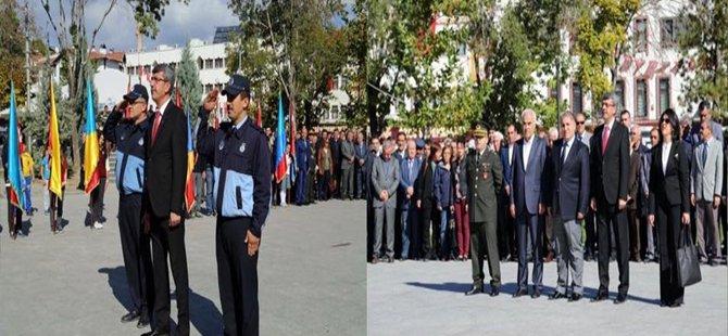 Beypazarı'nda 29 Ekim Cumhuriyet Bayramının 92. yıl dönümü etkinlikleri  Atatürk'ün anıtına çelenklerin sunulmasıyla başlad