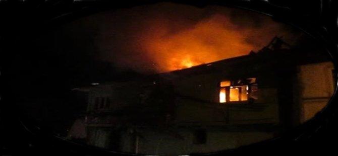 Beypazarı'nda Bir Evde Çıkan yangında 2 Katlı Ahşap Ev Kullanılmaz Hale Geldi