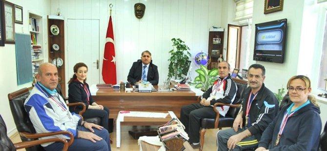 Beypazarı  Veteran Badminton Takımı Ankara'dan Şampiyon Döndü