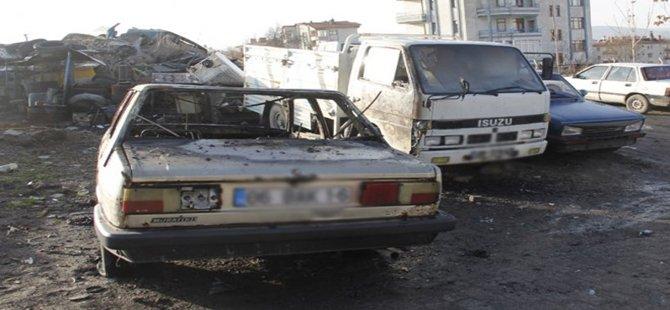 Beypazarı'nda   2  Araç Kundaklandı