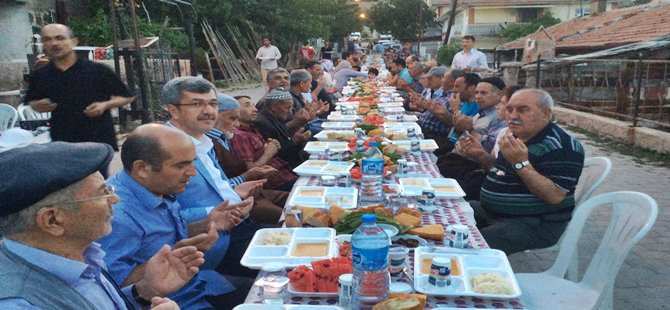 BAŞKAN MAHALLELİ İLE İFTAR SOFRASINDA ..