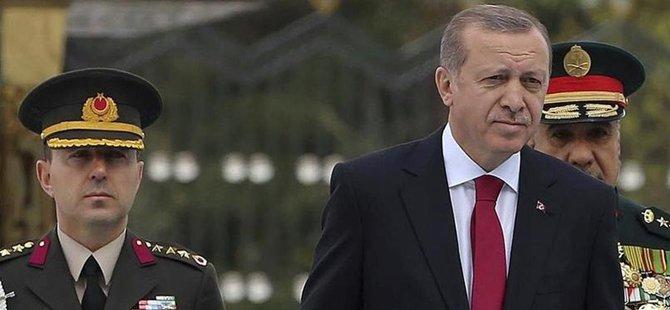 Cumhurbaşkanı Erdoğan, yaveri Ali Yazıcı'yı 'çakı'yla sınadı.Beypazarı Belediye Başkanı Tuncer Kaplan'ın verdiği bilgiye göre,