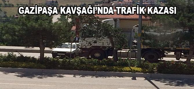 GAZİPAŞA KAVŞAĞINDA TRAFİK KAZASI