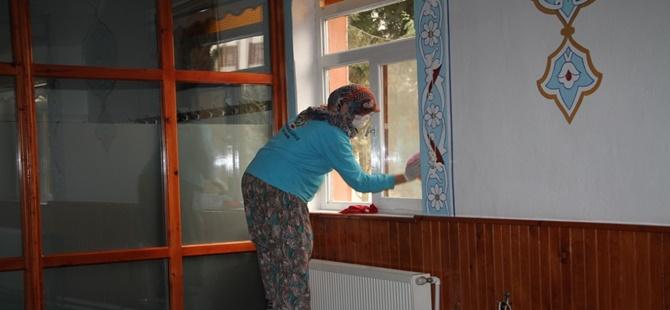 BEYPAZARI'NDA İBADETHANELERDE TEMİZLİK ÇALIŞMALARI SÜRÜYOR