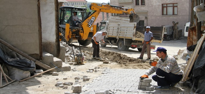 Beypazarı Belediyesi Kilit Taşı Döşeme İşlemlerini Aralıksız Sürdürüyor