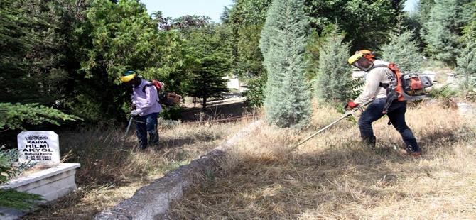 Beypazarı Belediyesi Mezarlık Temizleme ve Ot Biçme İşlemlerine Hız Verdi