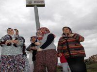 Beypazarı ilçesinde kadınlar mahallelerine kurulan baz istasyonuna tepki gösterdiler