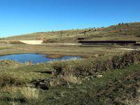 Beypazarı Belediye Başkanlığı tarafından Karaşar Kirazyanı Yayla evleri yanında bulunan gölette genişletme çalışmaları devam ediyor.