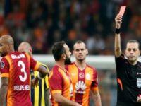 Türkiye'nin  Derbisinde Galatasaray, Fenerbahçe'yi 2-1 Yendi