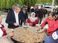 Beypazarı Belediye Başkanı Tuncer KAPLAN Cuma Namazı Sonrası Yemek İkramı Yaptı