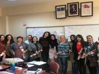 Gençlik Merkezinden Tıp Bayramı ve Kadınlar Gününe Karanfilli Kutlama